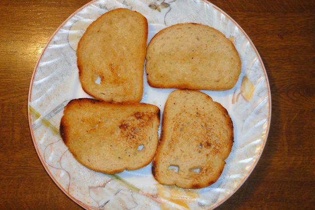 Бутерброды со шпротами. Гренки