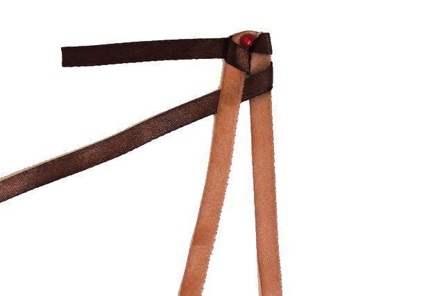 Простая фенечка из атласных лент