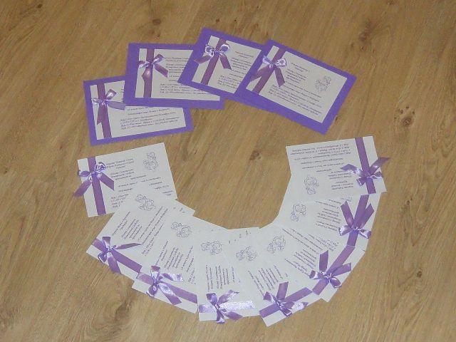 Для каждого прпиглашения на свадьбу вырезаем основу из фактурной бумаги