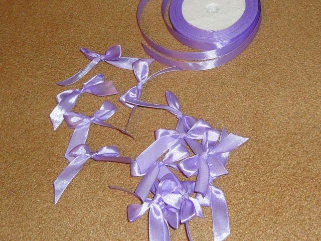 Пригласительные на свадьбу своими руками (3). Делаем бантики из атласной ленты.