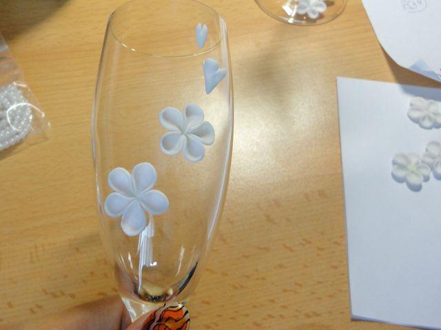 Оклеиваем цветами бокал