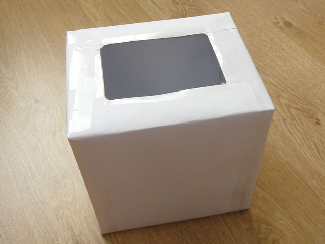 Обклеиваем коробку белой бумагой