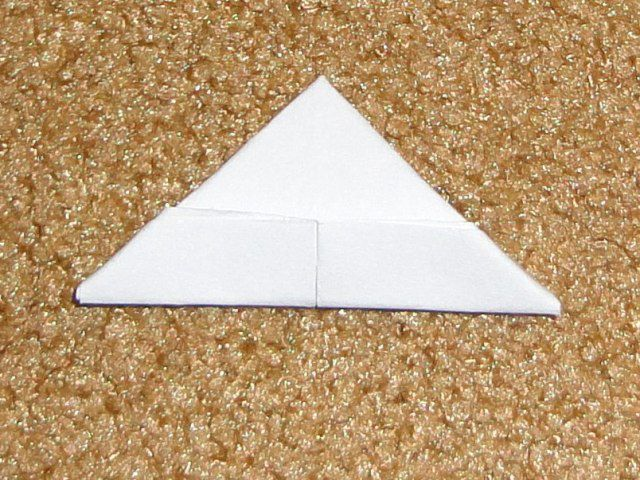 Загибаем уголки по краям треугольника