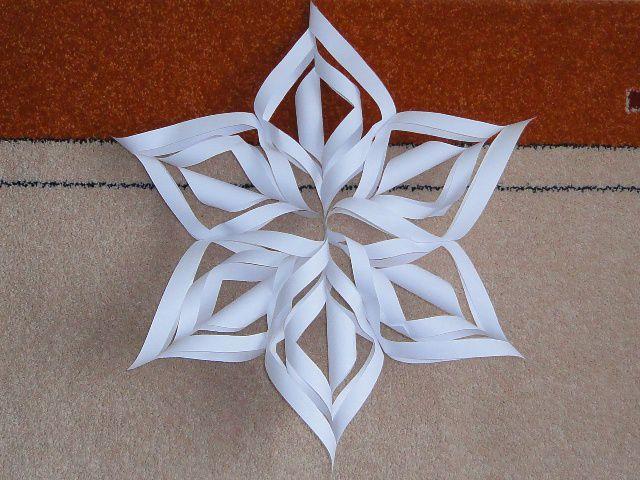 Как сделать большую снежинку из бумаги своими руками