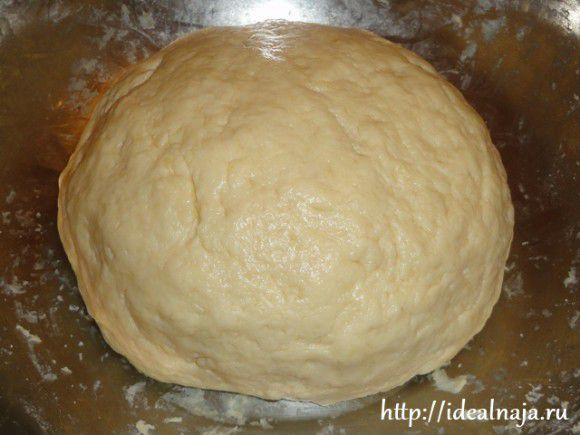 Замесить тесто для пирога