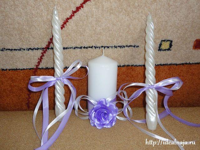 Обе матери или только свекровь тонкими свечами зажигают толстую свечу