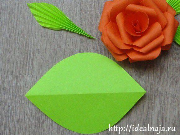 Листья розы можно делать из квадратов или вот таких фигур