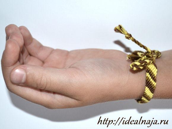 Фенечка из мулине Диагональ с завязками