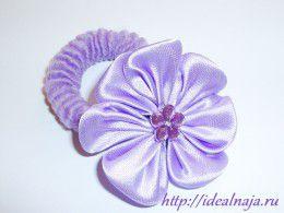 Цветок на резинку из круглых лепестков канзаши