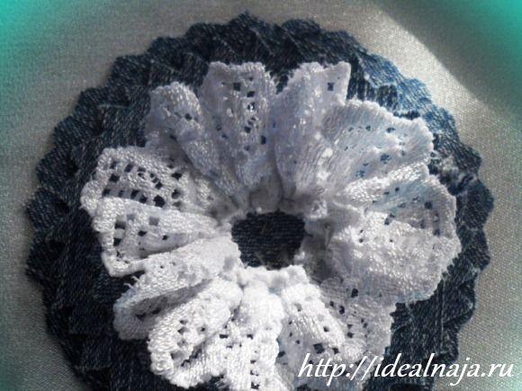 Декорируем джинсовый цветок кружевной тесьмой