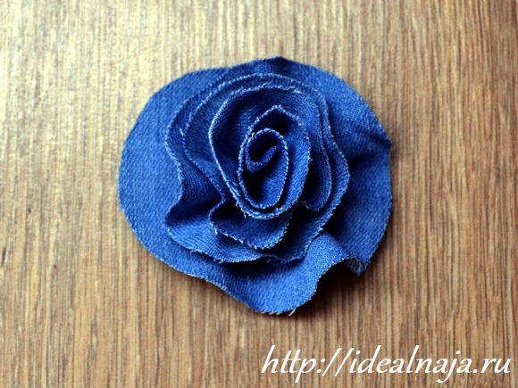 Цветочек из джинсовой спиральки
