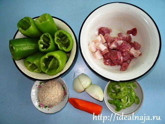 Подготавливаем перец, мясо и овощи
