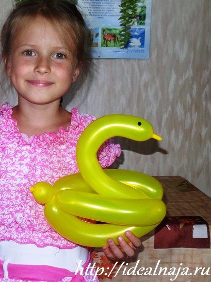 Утка из шарика - как мало нужно для радости ребенку :-)